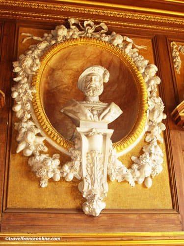 Chateau de Fontainebleau - Bust of Francois I