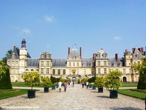 Chateau de Fontainebleau - Cour des Adieux