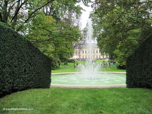 Palais Elysee - Palace and central lawn seen from Grille du Coq