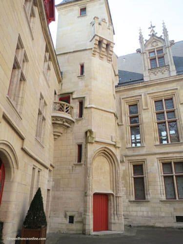 Hotel de Sens - Inner courtyard