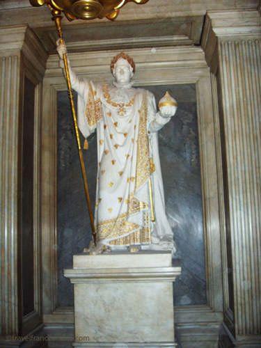 Hotel des Invalides - Statue of Napoleon in the crypt