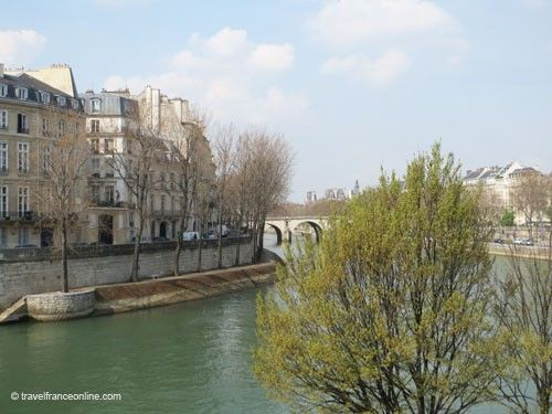Ile saint Louis - Quai d'Anjou and Pont-Marie