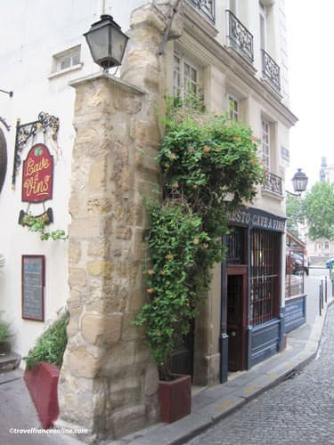 Ile de la Cite - Medieval vestiges in Rue de la Colombes