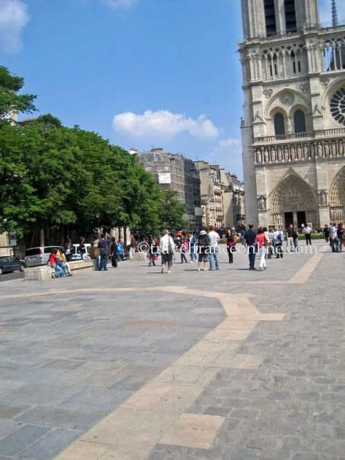 Parvis Notre-Dame - Lighted paving stones mark the layout of the former buildings