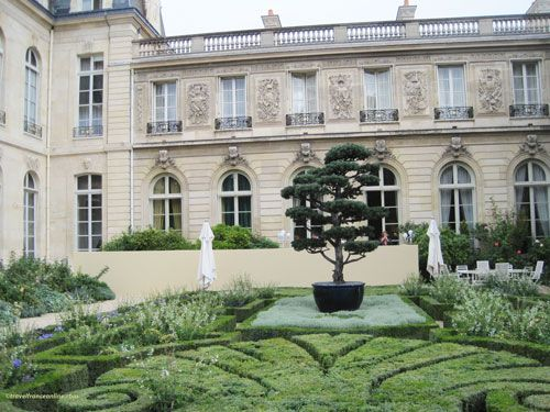 Palais Elysee - Formal gardens