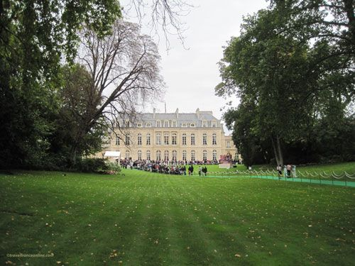 Palais Elysee - Central lawn and palace