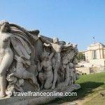 Palais de Chaillot - Monumental sculptures by Fontaine de Varsovie