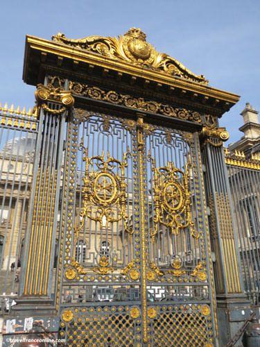Palais de Justice - Gate on Cour du Mai