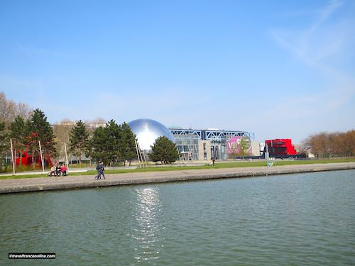 Geode and Sciences Museum by the Canal de l'Ourcq in Parc de la Villette