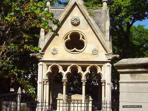 Pere Lachaise Cemetery - Grave of Eloise and Abelard