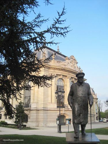 Statue of Winston Churchill on south corner of Grand Palais