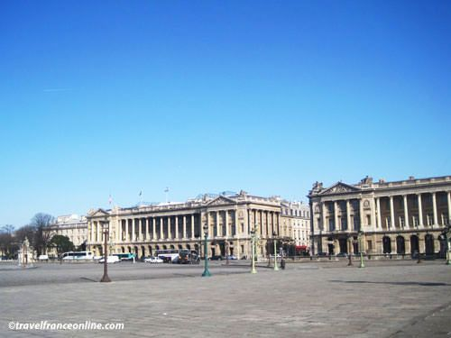 Place de la Concorde - Twin buildings