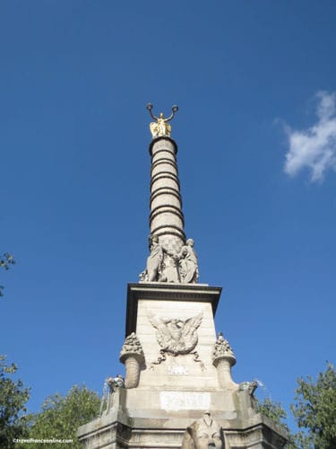 Place du Chatelet - Fountain and column