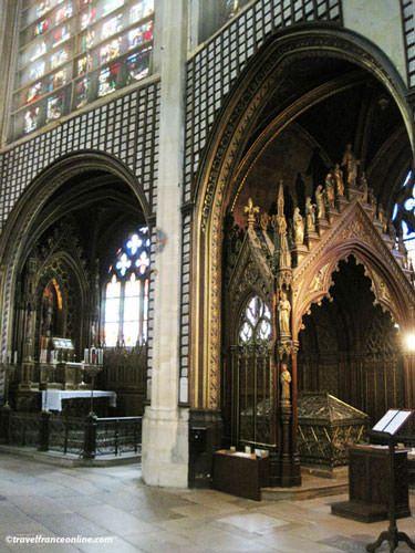 St Etienne du Mont Church - Chapel and shrine of Sainte-Genevieve