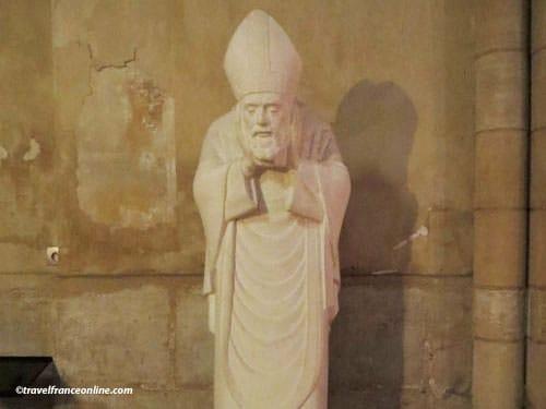 Saint Pierre de Montmartre - St-Denis holding his head