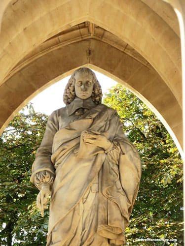 Tour Saint Jacques - Statue of Blaise Pascal