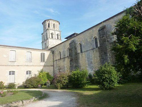 Abbaye Saint-Pierre-de-Vertheuil in Medoc
