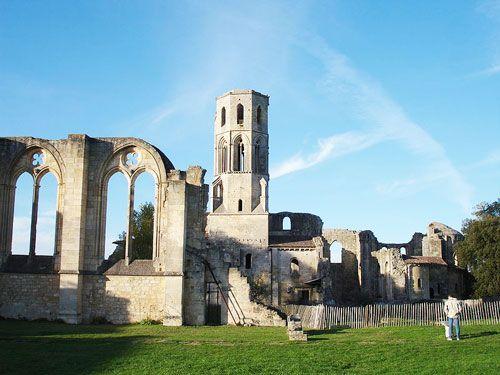 Entre-Deux-Mers wines - Abbaye de la Sauve
