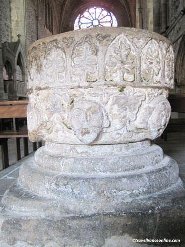 Abbaye Saint Magloire - Baptismal font