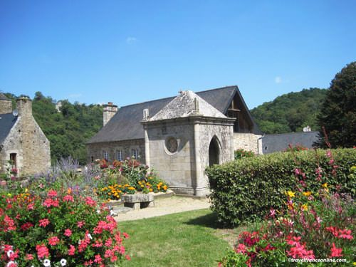 Abbaye Saint Magloire in Lehon -gardens