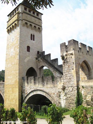 Pont Valentré and its small vineyard in Cahors