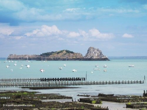 Rocher de Cancale, marina and oyster beds