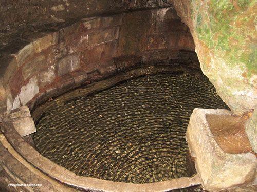 Capdenac le Haut - Fontaine Romaine - Fontaine des Anglais