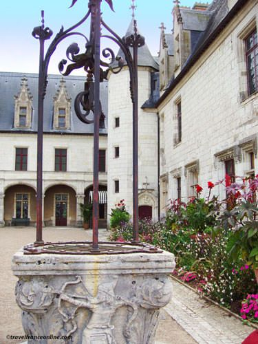 Chateau de Chaumont sur Loire - Gothic wing and well