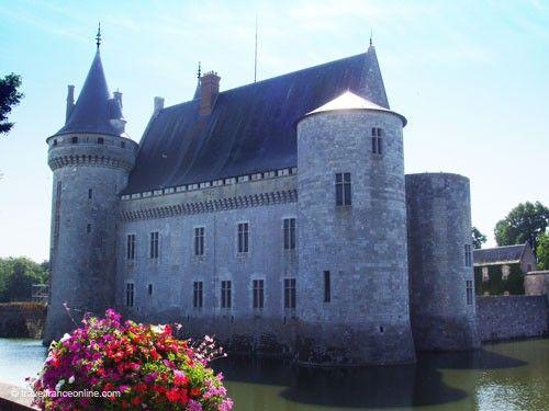 Chateau de Sully sur Loire - Fortress