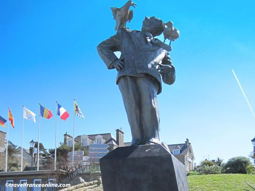 Alfred Hitchcock statue in Dinard