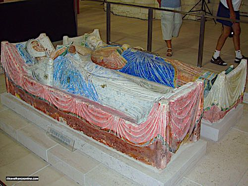 Recumbent statues of Eleanor of Aquitaine and Henry II of England in Fontevraud Abbey