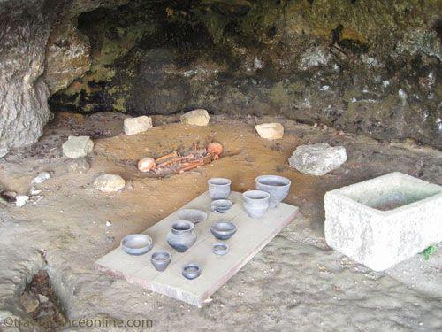 Age double grave as it was found in La Roque Saint Christophe