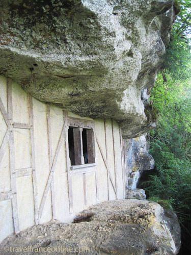 La Roque Sainte Christophe - Weapons Room rebuilt to the identical