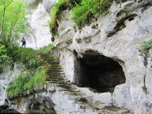 La Roque Saint Christophe - The great staircase that leads to the upper level
