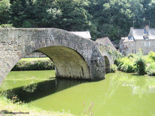Lehon - Old bridge spanning the river Rance