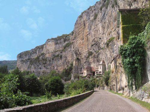 Troglodyte dwellings along the Lot Valley