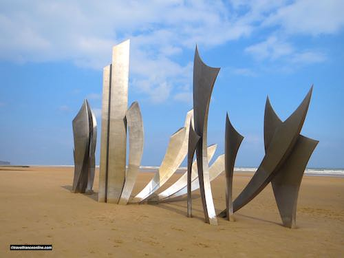 Les Braves sculpture on Omaha Beach