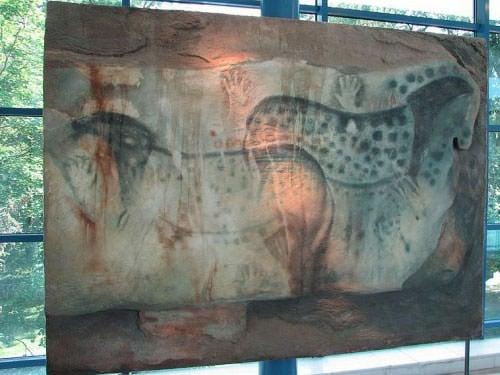 Reconstitution of painting in Pech Merle Cave Museum