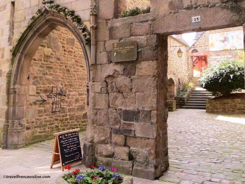 Rue de l'Horloge in Dinan