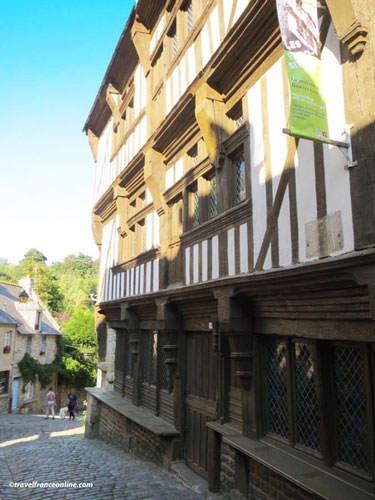 Rue du Jerzual in Dinan - Maison du Gouverneur
