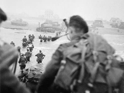 Landing on Queen Sector - Piper Bill Millin - Sword Beach