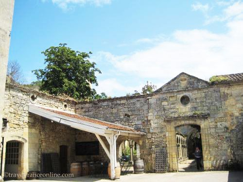 Cordeliers cloister vestiges in Saint Emilion