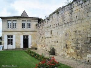 Mansion built against the rampart in Saint Emilion