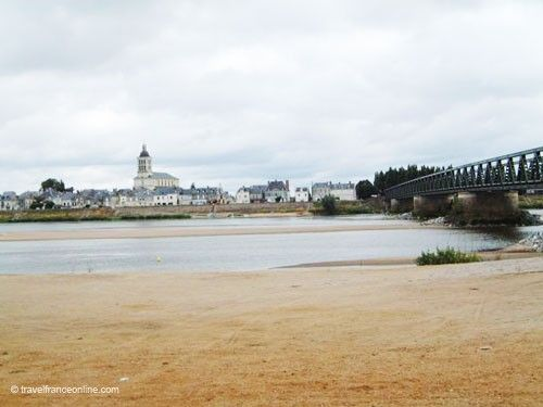 Notre-Dame-de-Nantilly and Pont des Cadets in Saumur