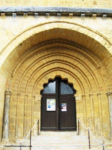 Tayac Church - Les Eyzies - porch