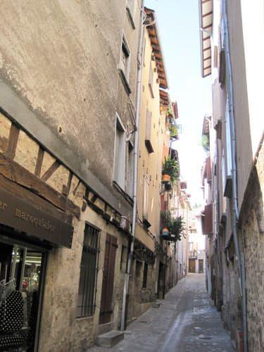 Vabres Abbaye medieval lane