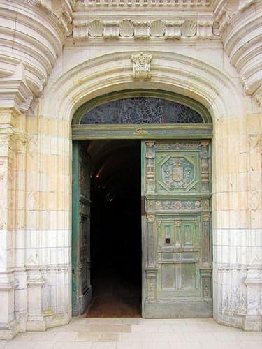 Chateau de Chenonceau - Renaissance entrance door