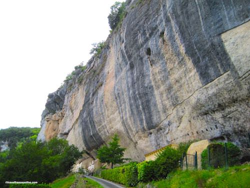 Grand Roc Cave and cliff