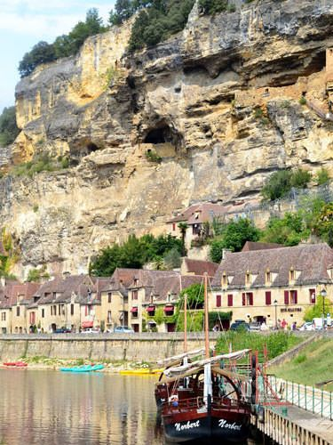A gabare on the Dordogne at La Roque Gageac
