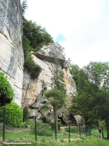 Large boulders blocking the entrance at La Laugerie Basse